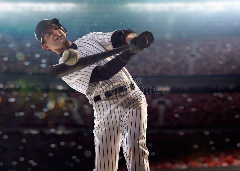 Joueur de baseball professionnel dans l'action images stock