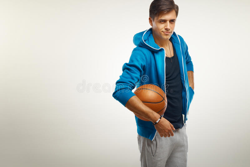 Joueur de basket avec la bille Portrait image libre de droits