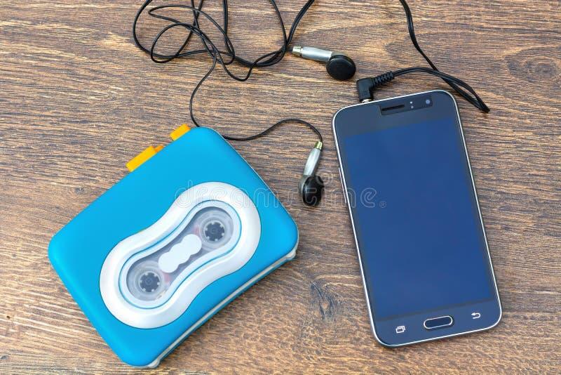 Joueur de cassette sonore, téléphone de contact d'écran vide image stock