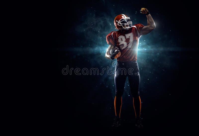 Joueur de football américain dans le projecteur photos stock