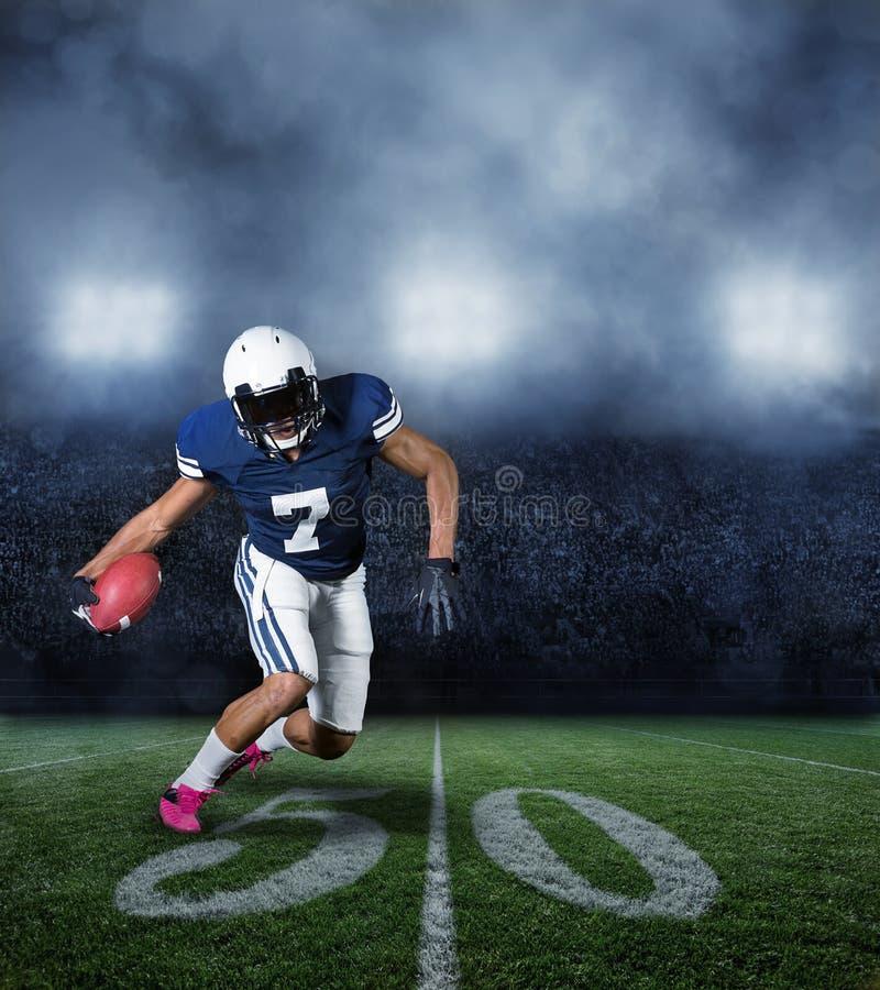 Joueur de football américain pendant un jeu photo libre de droits