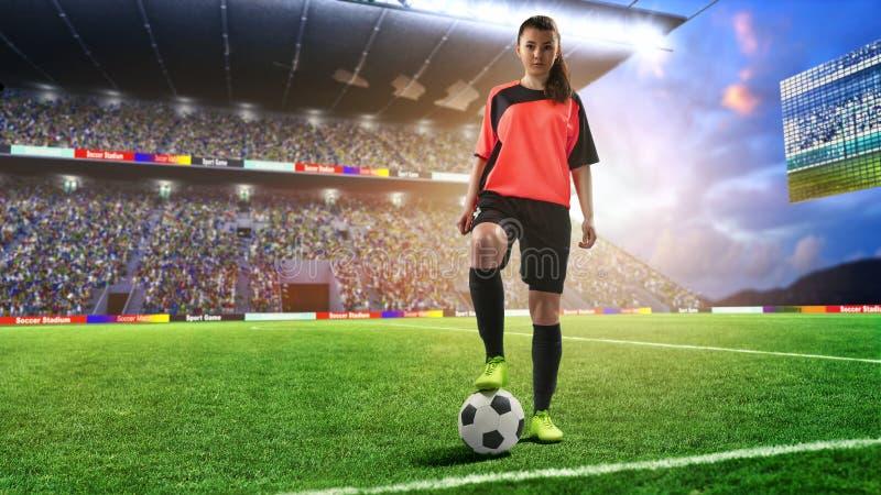 Joueur de football féminin dans l'uniforme rouge sur le terrain de football photo libre de droits