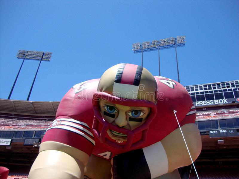 Joueur de football gonflable de San Francisco 49ers au jour de fan images stock