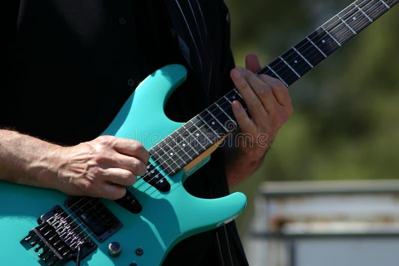 Joueur de guitare image stock