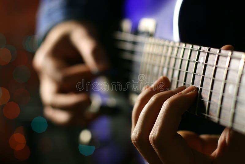Joueur de guitariste images stock