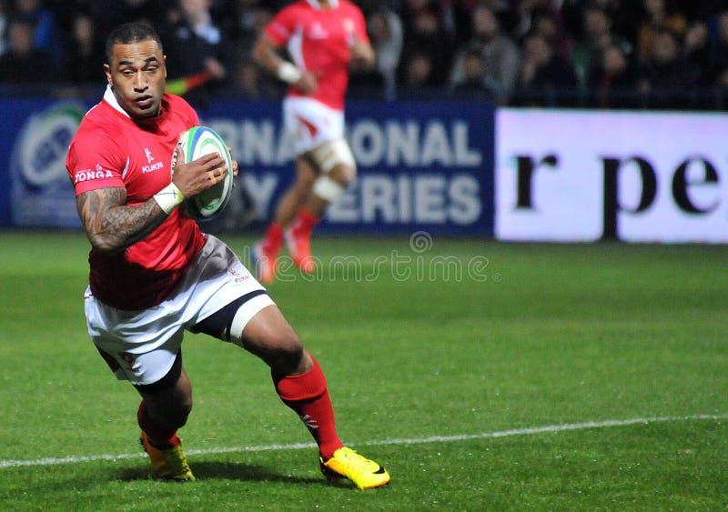 Joueur de rugby du Tonga avec la boule photo stock