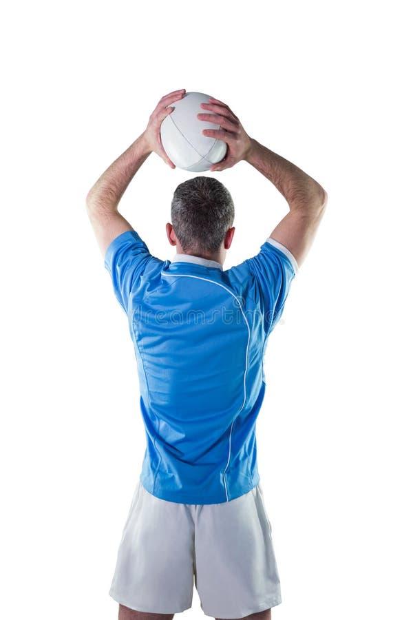 Download Joueur De Rugby Environ Pour Jeter Une Boule De Rugby Image stock - Image du chemise, survêtement: 56486107