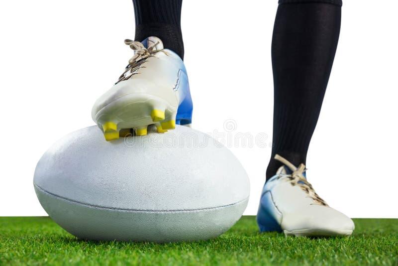 Download Joueur De Rugby Posant Des Pieds Sur La Boule Photo stock - Image du rugby, jersey: 56486506