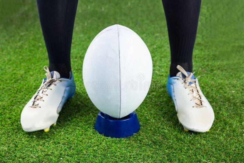 Download Joueur De Rugby Prêt à Faire Un Coup-de-pied De Baisse Photo stock - Image du sports, concurrentiel: 56486154