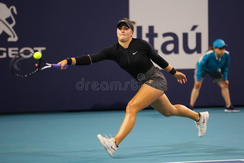 Joueur de tennis professionnel Bianca Andreescu du Canada dans l'action pendant son rond du match 32 à Miami 2019 ouvert photo libre de droits
