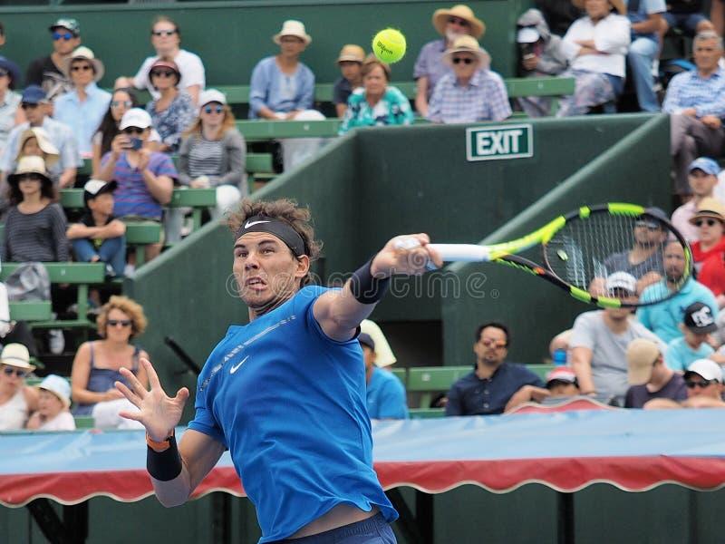 Joueur de tennis Rafael Nadal se préparant à l'open d'Australie au tournoi classique d'exposition de Kooyong photos libres de droits