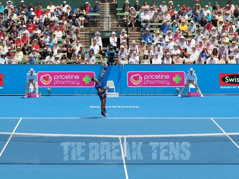 Joueur de tennis Rafael Nadal se préparant à l'open d'Australie au tournoi classique d'exposition de Kooyong photo stock