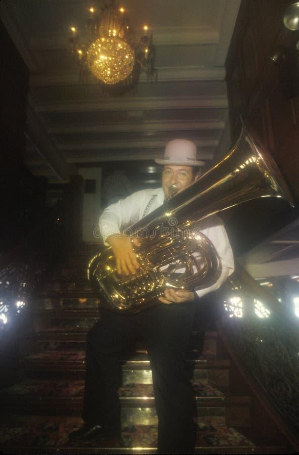 Joueur de tuba de jazz de Dixieland photos stock