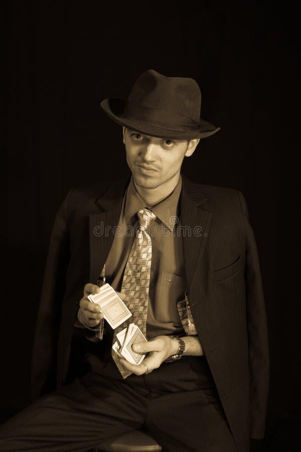 Joueur de vieux type avec le paquet image libre de droits