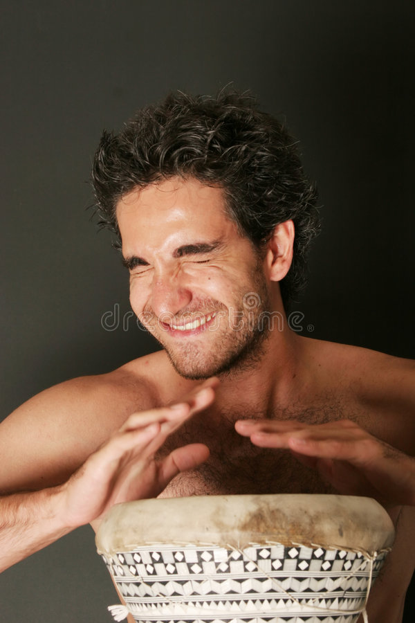 Joueur mâle de tambour photo stock