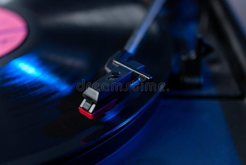 Joueur professionnel de disque vinyle du DJ photo libre de droits