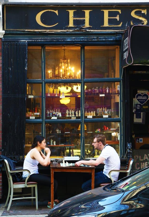 Joueurs d'échecs extérieurs dans le Greenwich Village photo stock