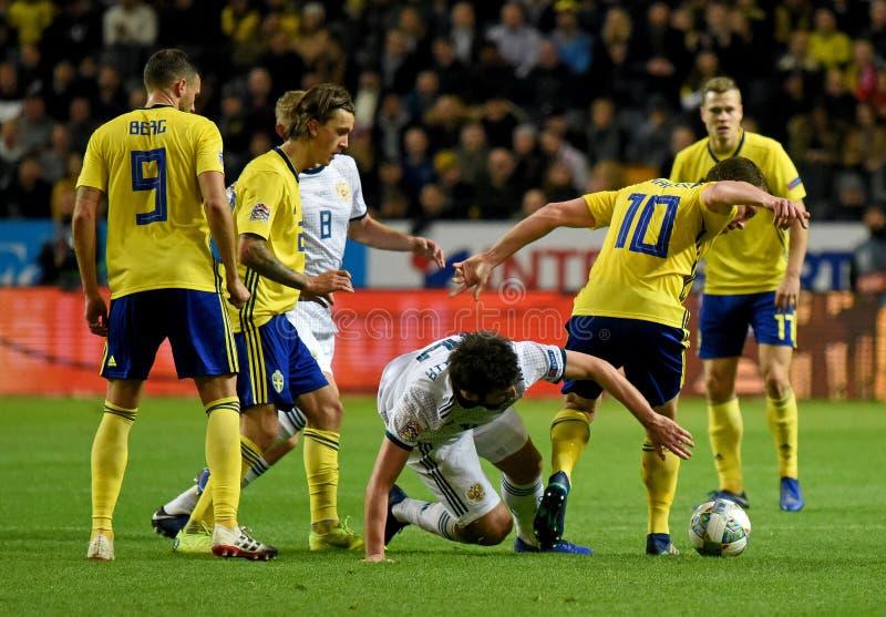 Joueurs d'équipe nationale de la Suède Marcus Berg, Kristoffer Olsson, Jakob Johansson contre le défenseur Georgi Dzhikiya de la  photographie stock
