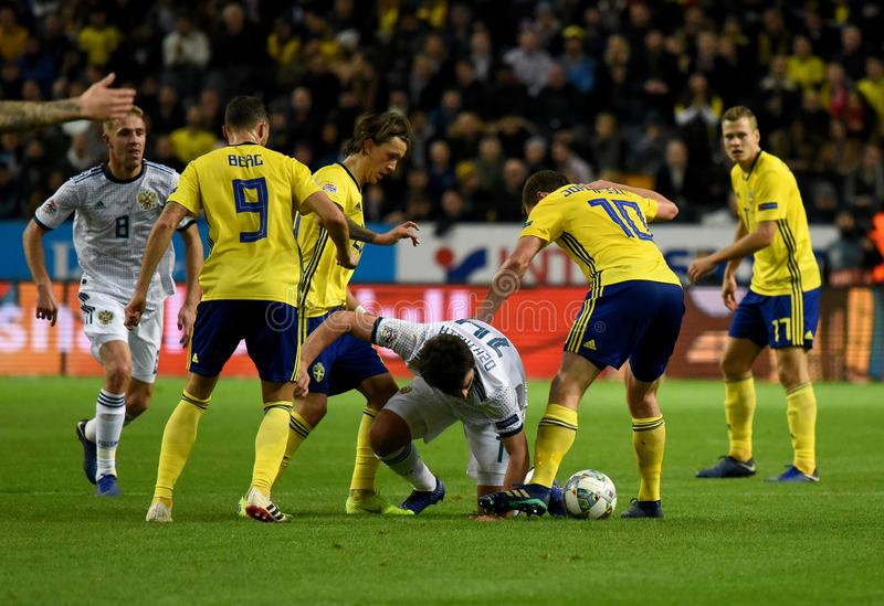 Joueurs d'équipe nationale de la Suède Marcus Berg, Kristoffer Olsson, Jakob Johansson contre le défenseur Georgi Dzhikiya de la  photos stock
