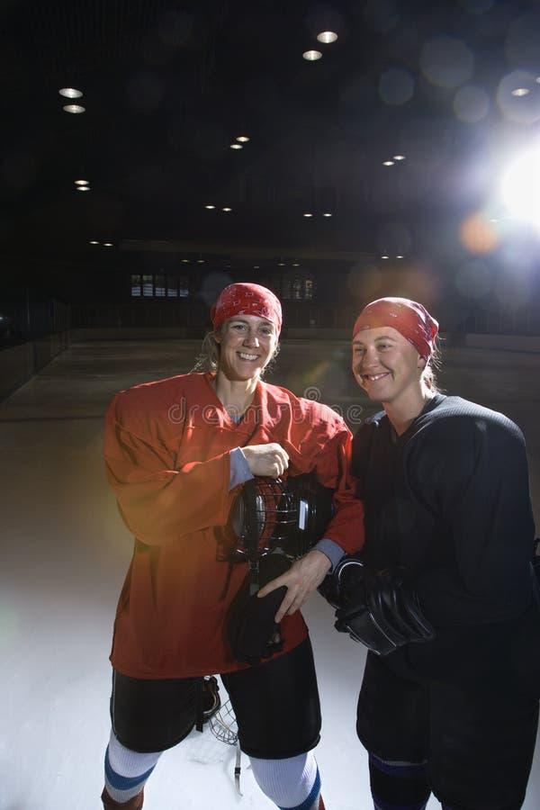 Joueurs d'hockey de femmes. photographie stock