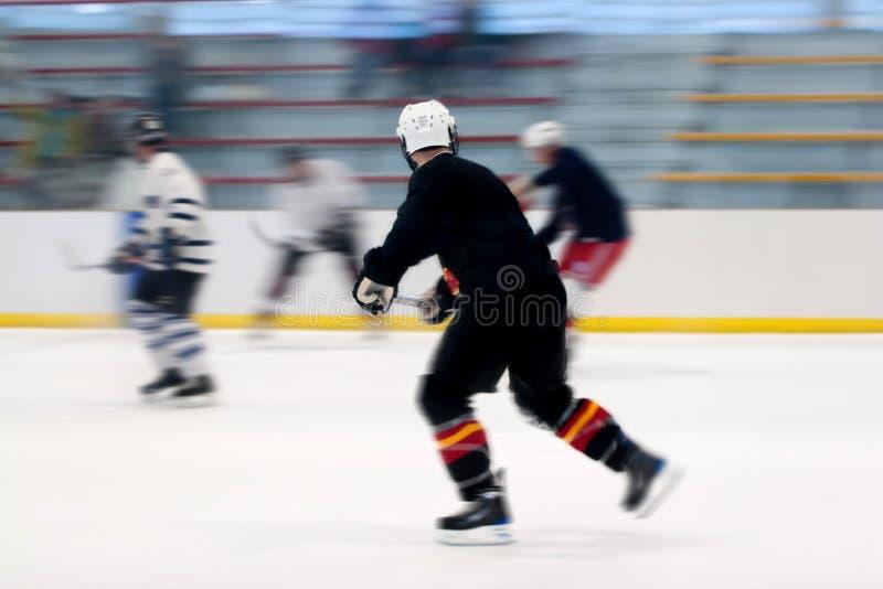 Joueurs d'hockey sur la glace images libres de droits