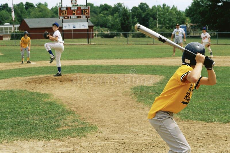 Joueurs dans une ligue junior images stock