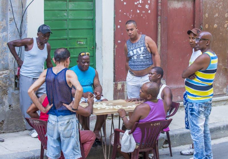 """Résultat de recherche d'images pour """"joueurs de dominos à Cuba"""""""