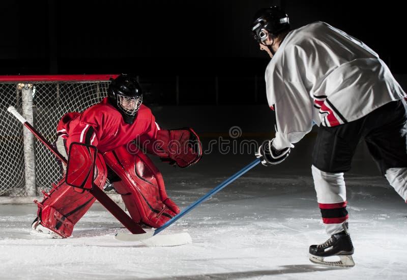 Joueurs de hockey sur glace photos libres de droits