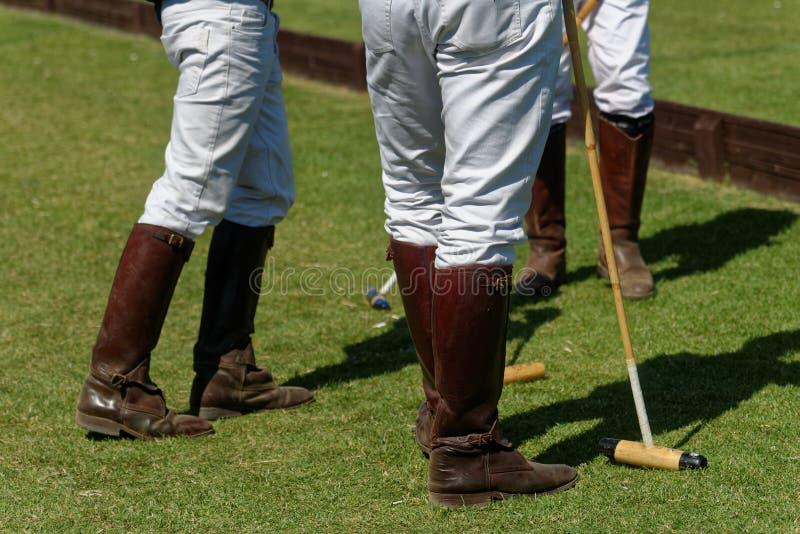 Joueurs de polo pendant la coupure image libre de droits