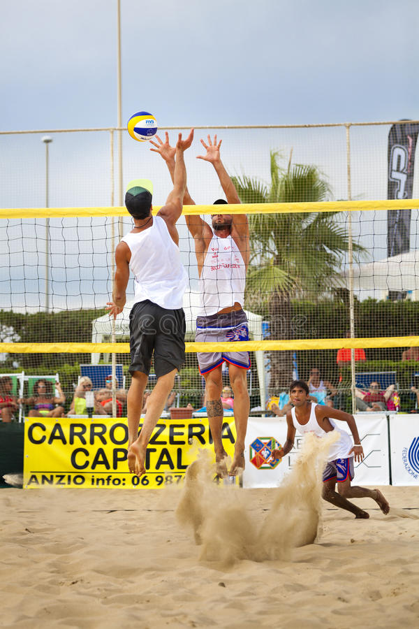 Joueurs de volleyball de plage d'hommes Championnat national italien photographie stock libre de droits