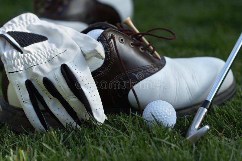 Jouez au golf les trains photo stock