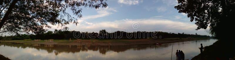 jour avalant avec le ciel seul photo libre de droits