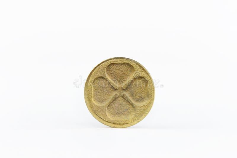Jour chanceux d'or de quatre de feuille de pièce de monnaie patricks de saint photos stock