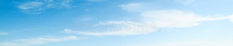 Jour d'été clair de l'atmosphère de beauté de ciel image libre de droits