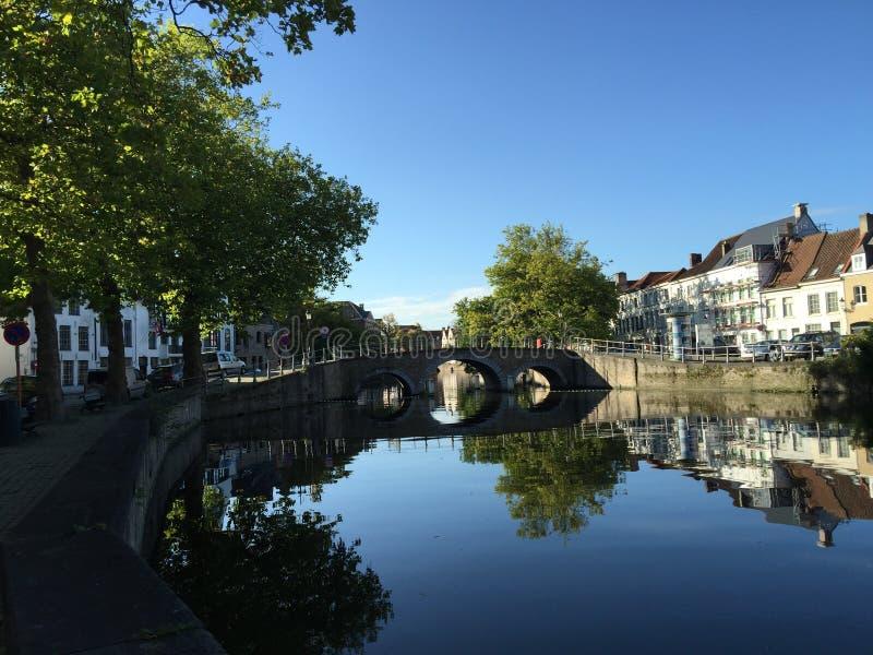 Jour d'été glorieux à Bruges image stock