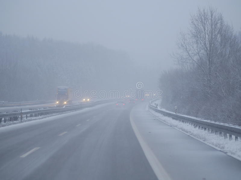 Jour d'hiver froid du trafic image libre de droits