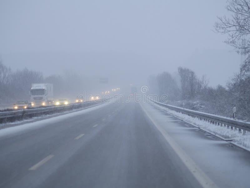 Jour d'hiver froid du trafic photographie stock