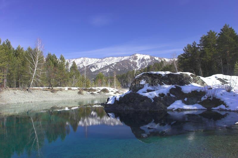 Jour d'hiver sur le fleuve photo libre de droits