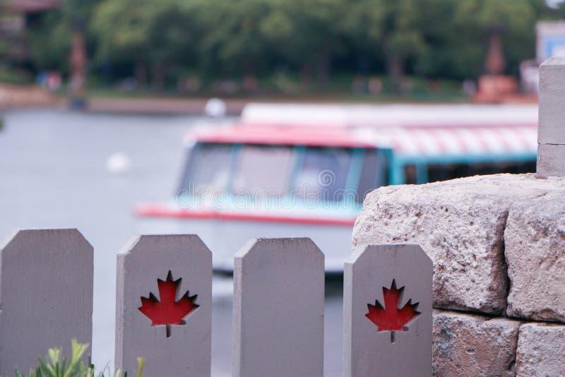 Jour de Canada sur la barrière en bois photos libres de droits