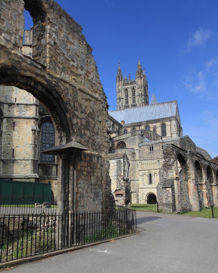 jour de cathédrale de Cantorbéry ensoleillé photo libre de droits