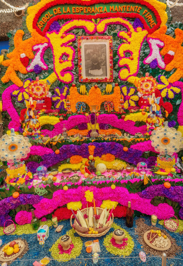Jour de l'autel de offre mort, maison de Frida Kahlo au Mexique image stock