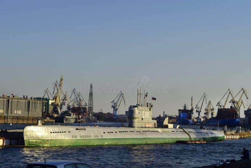 Jour de la marine à St Petersburg, navires de guerre sur Neva River photo libre de droits