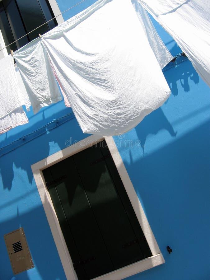 Jour de lavage dans Burano, Venise. photo stock