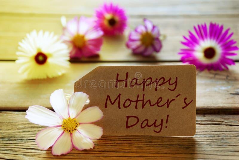 Jour de mères de Sunny Label With Text Happy avec des fleurs de Cosmea images stock