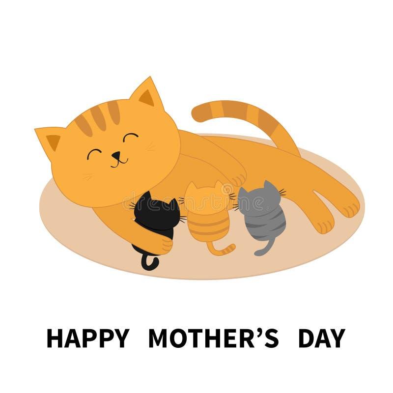 Jour de mères heureux Chatons alimentants de chat Minou de maman s'étendant sur le plancher et les petits chats soignants Aliment illustration libre de droits