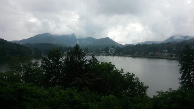 Jour de paix par le lac image libre de droits