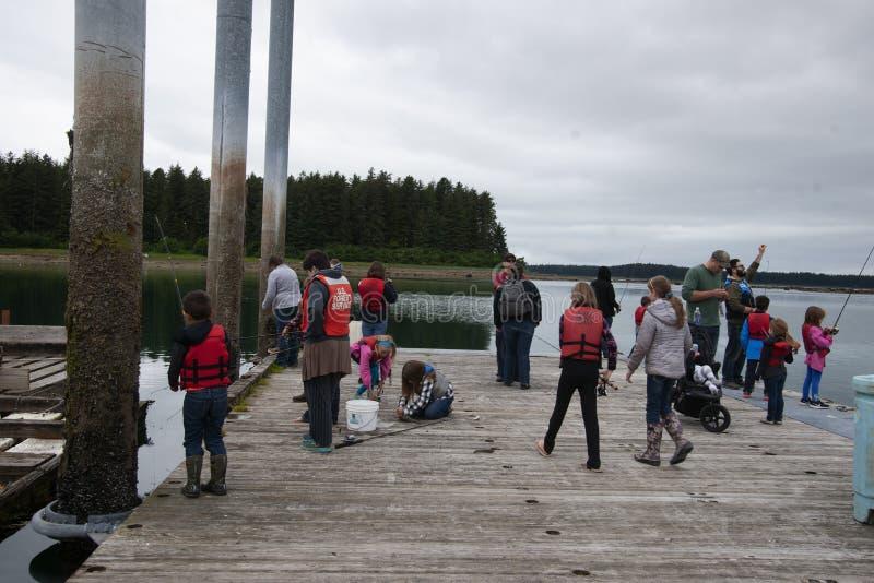 Jour de poissons de famille de Yakutat Alaska photo stock