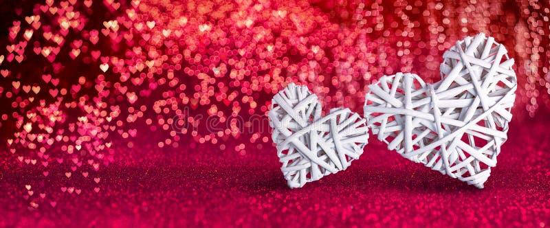 Jour de valentines - coeurs en osier photographie stock