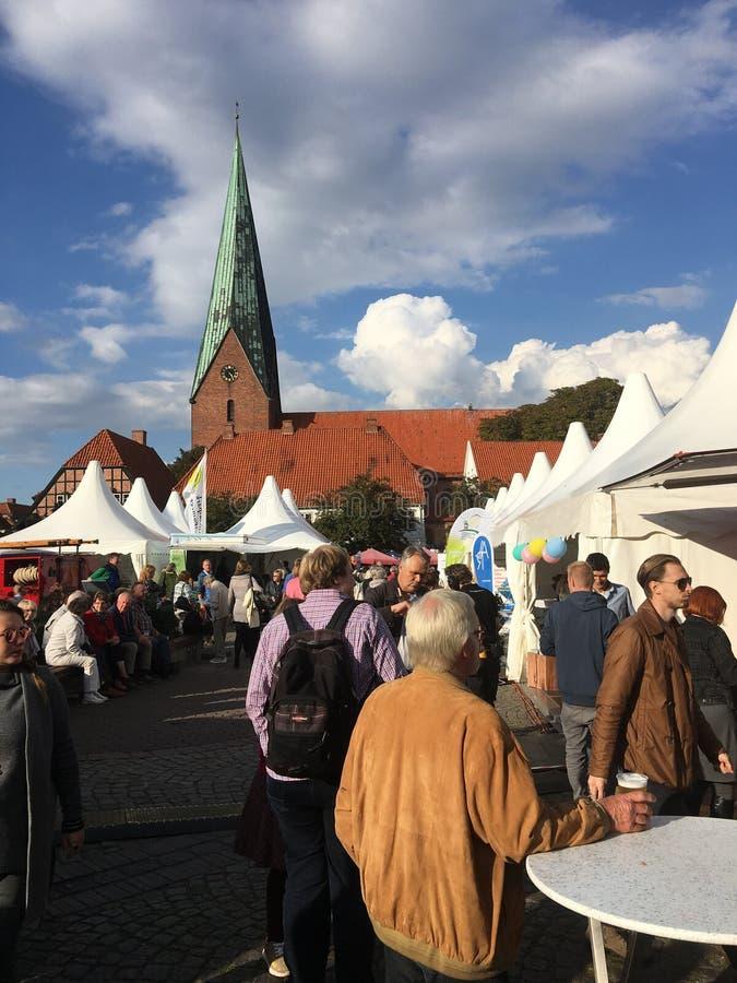 Jour du marché dans Eutin Allemagne image libre de droits