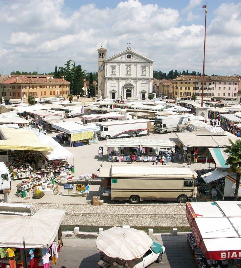 Jour du marché dans Palmanova Italie photographie stock libre de droits